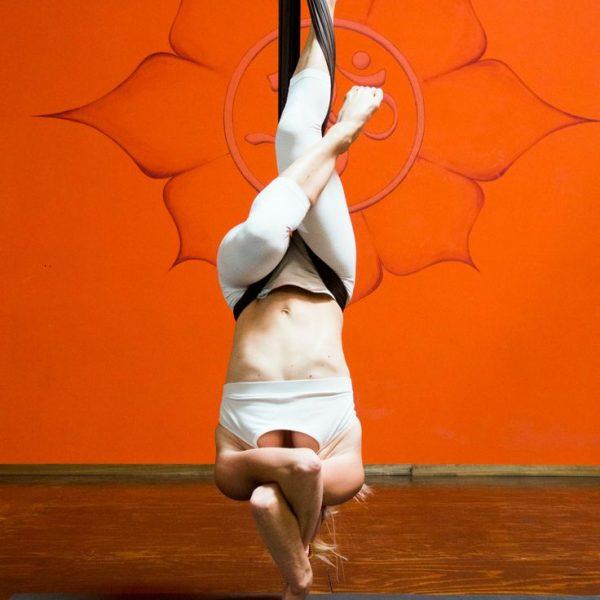 שיעורי fly yoga – יוגה על ערסל בפלוריס פילאטיס